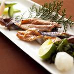 おどりや - 【秋刀魚のわた焼き】脂の乗った秋の秋刀魚を、特製のわたタレで焼き上げた、お酒好きにはたまらないほろ苦い一品。