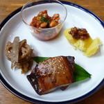 ICOU - ICOUランチ(9/8) 能登島産豚肉と珠洲産大豆のトマト煮など