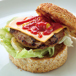 ABBOT KiNNEY - チーズ ハンバーガー 1,000円 (ドリンクセット 1,200円、ランチセット 1,150円) ハンバーガーには全てポテトが付きます