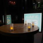 カフェゴーサンブランチ - 外にある立ち飲みテーブル