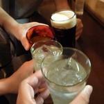 スタンディング・バー よりみちや - 黒ビール、IWハーパー、シークアーサー、レモン