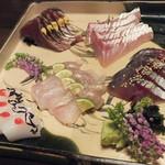 21202094 - 刺身の盛り合わせ                       :シロイカと梅塩昆布・ヒラマサ・ヒラメ・鰹のたたき・〆鯖