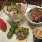 21202113 - 前菜:                       蛸の酢味噌和え・牛肉のたたき・                       白レバー・穴きゅう・アメーラトマト