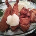 21202796 - 日替りはエビフライと若鶏の唐揚げ盛合せ