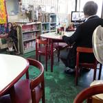 清和亭 - 小上方向 昭和的な感じの店内です・・・