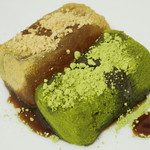 京都北野 煉屋八兵衛 - 自家製わらびもち(きな粉と抹茶を追加して上から黒蜜をかけたところ、2013年8月)