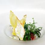 リストランティーノ ルベロ - リコッタ・ディ・ブッファラとフルーツトマト、パーネ・カラザウを添えて