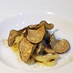 リストランティーノ ルベロ - 自家製サルシッチャと黒トリュフのクリームソース、ピチ