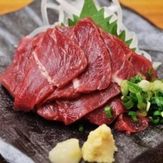 熊本産の馬刺しなど九州料理がウリです☆