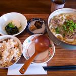 麺 銀三 - 肉うどん+炊き込みご飯