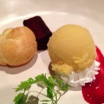 spoon - アイスクリームとプチシュークリーム、ミニチョコレートケーキ