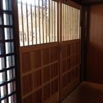 すさかべ庵 - すさかべ庵の玄関、店内から(13.06)