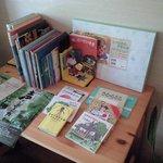 cafe' 喜庵 - 子供さん向けに絵本や紙芝居が常備されています。