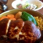 レストラン ケルン - モッツァレラチーズハンバーグ(1180円)