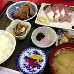 Sekinoteikatsumaru - 刺身定食1050円