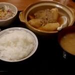 旬菜家庭料理なかよし - 肉じゃが定食(780円)