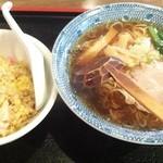 なりたや - ラーメンセット830円(半チャーハン)