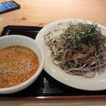 煮込み屋 虔十 - 肉そばはつけ麺タイプで800円です。