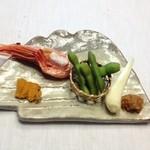 21227240 - ③焼き海老、焼きウニ、枝豆、エシャロット