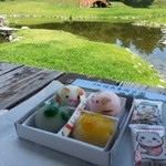 和洋御菓子司とらや - 庭園に散歩。おかきはオマケで拝領