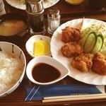 喫茶コケシ - チキンカツ定食   カツさっくり、鶏肉ジューシー