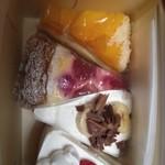 21235393 - イチゴショート、桃タルト、バナナタルト、苺のプディングタルト