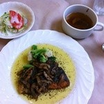 フローレット - ランチの一種 鮭のソテーバジルソース キノコ野菜炒め添え