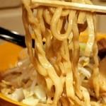 ラーメン モノノフ - 濃厚スープに良く絡む特注の極太平打ち縮れ麺!