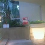 Terassa - 入口。前に見える円筒形のがイムズの特徴的なエレベーターですね