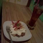 ハティフナット アジアの扉 - 苺みるくのシフォンケーキ