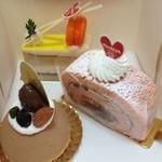 西洋菓子 ツカサ - 桜ロール?、モンブラン