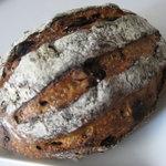 グランディール - 料理写真:いちじく入りぶどう種の天然酵母パン360円