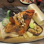 淡路島と喰らえ - 名物「ざる見せ」赤ハタの焼き