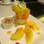 タカノフルーツパーラー - 桃のワッフル