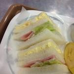 ウィリー・ウィンキー - サンドイッチのアップ