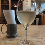 トレーディングポスト - ドリンク写真:富良野ワイン白~酸味と甘みが広がる♪