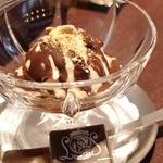 レオニダス - チョコレートアフォガート \380
