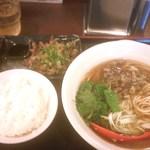 21253659 - 炭鶏麺(700円)+炭火たたき&ご飯(480円)セット