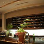 ヤムヤム - とにかく天井が高いレストランですよ!
