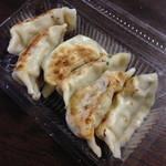 中華料理 新三陽 - 餃子(6個)(350円)持ち帰り仕様2013年9月
