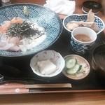 21254657 - 特上海鮮丼(1200円)