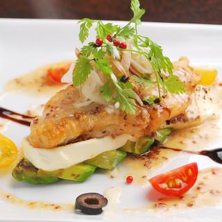 鮮やかに美味しく可愛く…様々な絶品魚料理を揃えております。