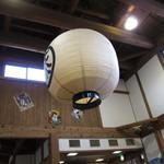 神宮亭  - 高い天井に提灯
