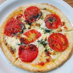 カフェ・ロシェ - トマトとモッツァレラのピザ