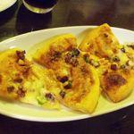 ザ・ローズ&クラウン - タコと青唐辛子のおつまみピザ