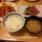 和楽 - 和楽セット。エビフライ、魚フライ、イカフライ、刺身、ごはん、味噌汁、漬物、千円。