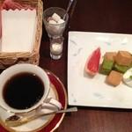 ジュノー - 料理写真:フルーツわらび餅とブルマンのセット  880円