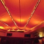 バー バンブー - 天井は、サハラの遊牧民のテントの中にいるような感じに・・・