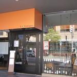 21264772 - 入って左がレストラン、右がカフェになっています