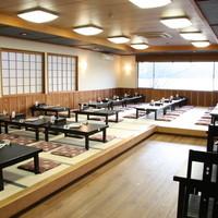 絹引の里 - 芦ノ湖を一望できるお座敷。80名収容可能